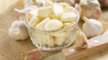 5 Terrifying Facts About How Eating Garlic Can Really Damage Your Health